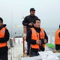 Sharp-eyed: Researchers look for porpoises in Yichang, central China, in December. The WWF found just 91 during a recent 48-day trip, a dramatic decline since 2006. | AFP-JIJI