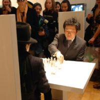 Curator Shinya Watanabe and Yoko Ono sit for a game of 'white chess.' | YUKA TAKAMATSU PHOTO/FUKUINKAN SHOTEN