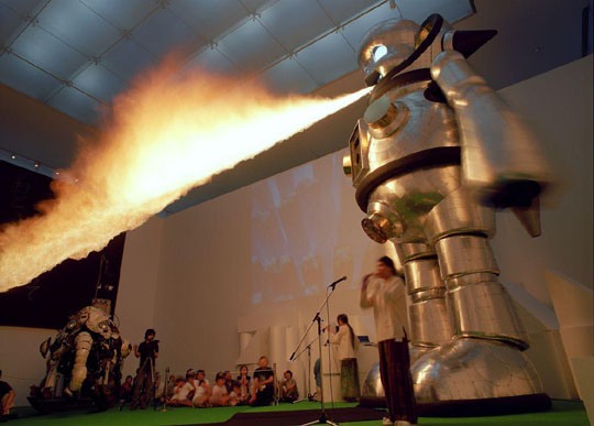 Burning down the 'pong: Kenji Yanobe's 'Giant Torayan' (2005) will fire up Roppongi Hills Saturday night and Sunday morning. | MASASHI TOYONAGA PHOTO