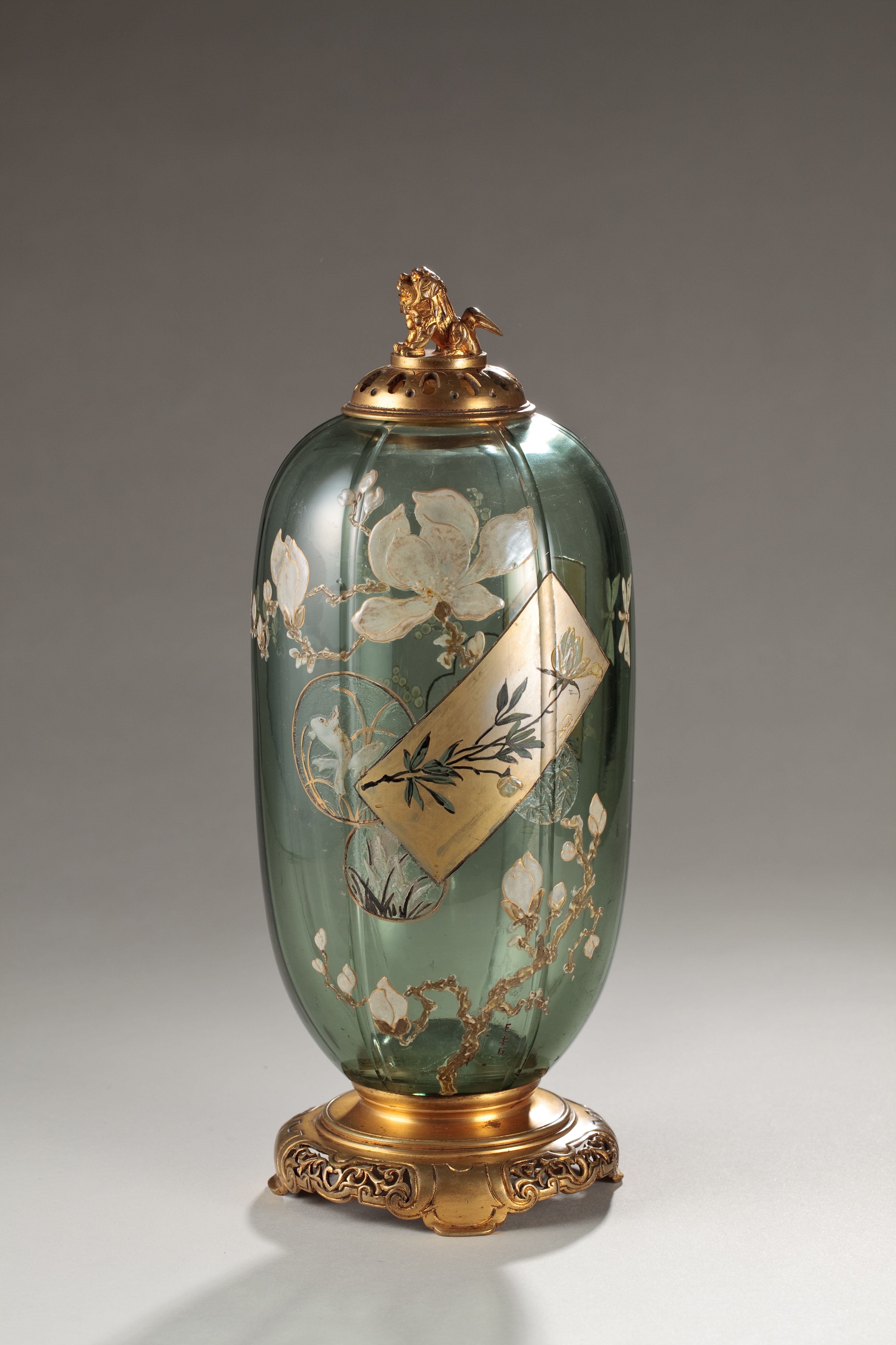 Lidded bottle with flowering plant and colored paper design by Emile Galle (1870s) | MISTUBUSHI ICHIGOKAN MUSEUM, TOKYO