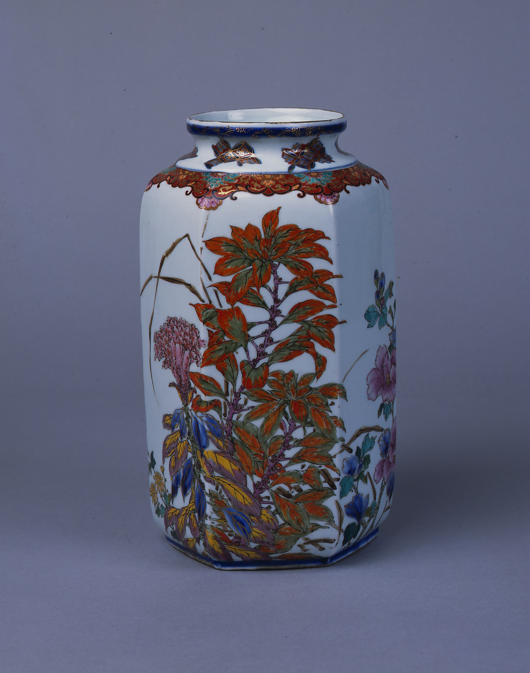 'Six-Faceted Flower Vase With Autumn Grasses in Overglaze Polychrome Enamels' by Eiseisha Company (Meiji Era) | THEMUSEUM OF CERAMIC ART, HYOGO