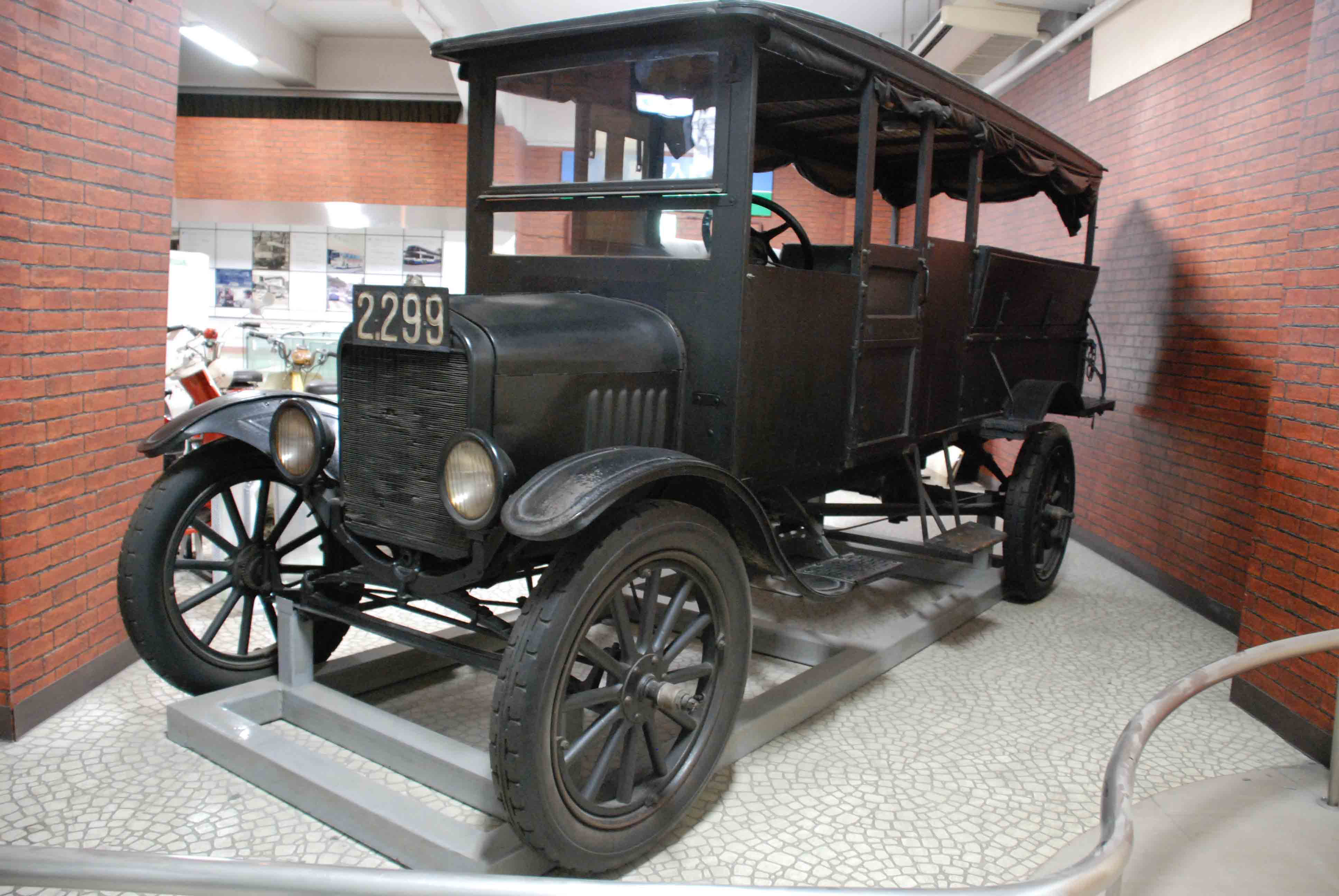 A Ford Model T bus that was in use in Tokyo soon after the Great Kanto Earthquake in 1923 | EDO-TOKYO MUSEUM