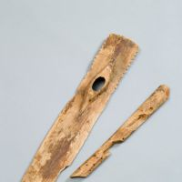 Wooden spade from Himebara Nishi, Museum of Yayoi Culture. | © SHIMANE PREFECTURAL ARCHAEOLO GICAL RESEARCH CENTER