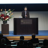 Opening proceedings: Shinichi Nakazawa (Director at the Institut pour la Science Sauvage, Japan) giving the keynote speech of the Res Artis General Meeting 2012 Tokyo,' Oct. 26, at the United Nations University. | PHOTO BY SHIGEO MUTO © RES ARTIS GENERAL MEETING 2012 TOKYO JAPAN COMMITTEE