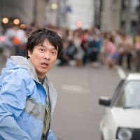 Running man: Masato Sakai as Masaharu Aoyagi in the film version of the novel 'Golden Slumber' by Kotaro Isaka, which has recently been published in English as 'Remote Control.' | &#169; 2010 GORUDEN SURANBA SEISAKU IINKAI / DVD SOLD BY AMUSE SOFT ENTERTAINMENT INC.