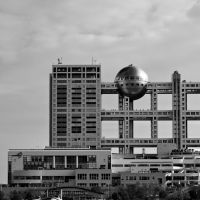 Dropping the ball: The Fuji TV building in Odaiba, Tokyo | FABIAN REUS, CREATIVE COMMONS