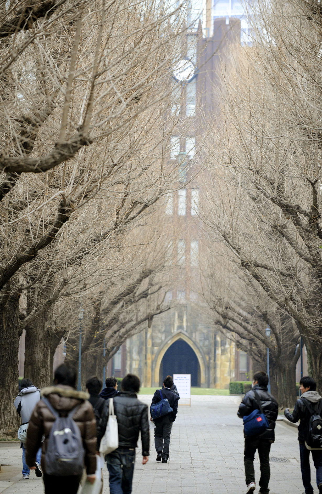 School breaks: Students head into exams at the University of Tokyo campus. The university recently announced that it will change the start of the academic year from spring to fall in order to align with other countries. | KYODO