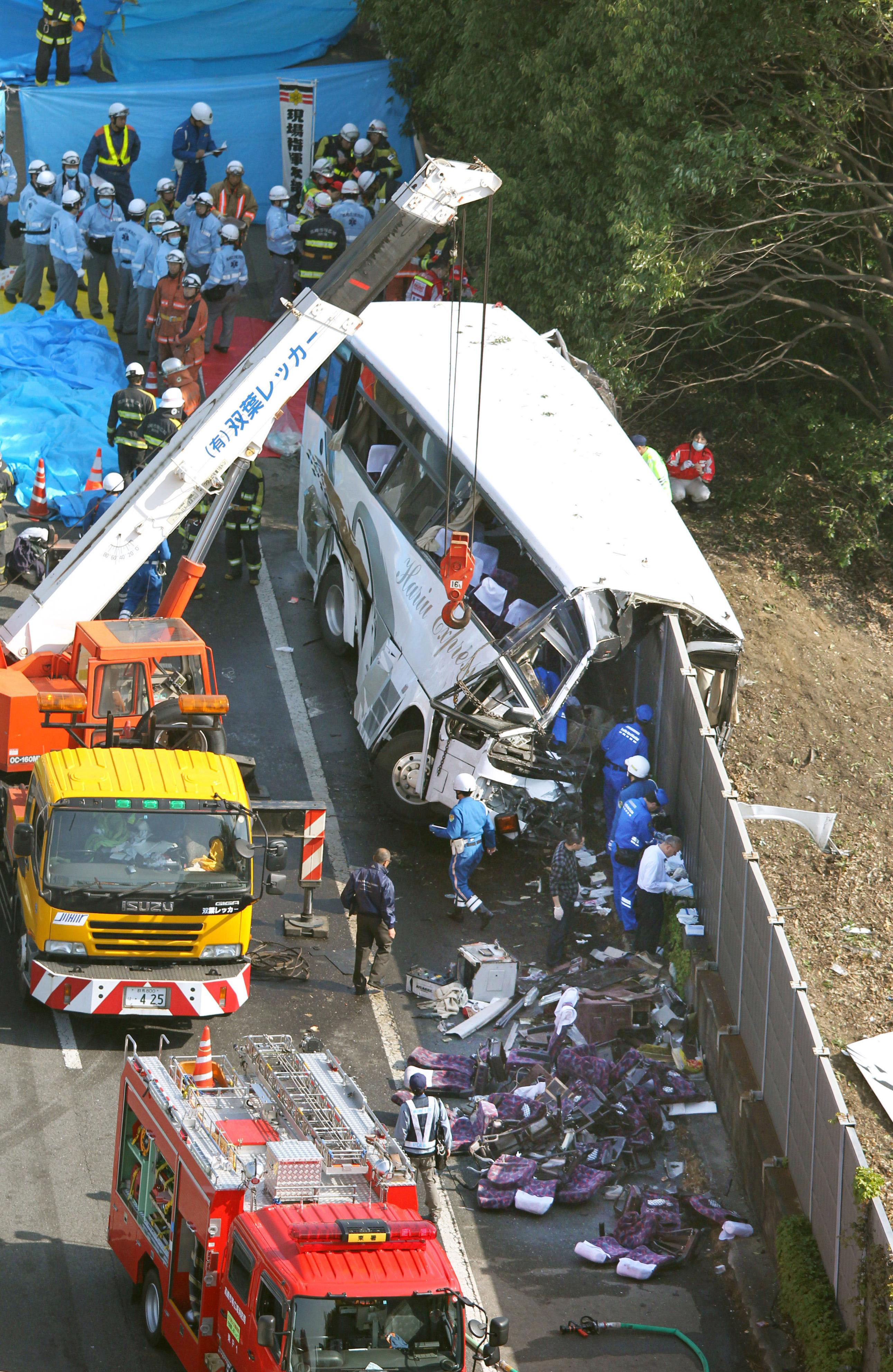 Wall of death:  The loss of life in the bus crash on the Kanetsu Expressway at the start of the Golden Week holiday would have been much less had it not been for the soundproofing barrier that split the bus in half lengthwise. | KYODO