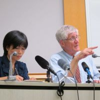 Dire warnings: Arnie Gundersen (right) during a recent symposium in Tokyo. Gundersen predicts the Fukushima disaster will lead to 1 million cancer deaths. | DAMIEN ANDREWS