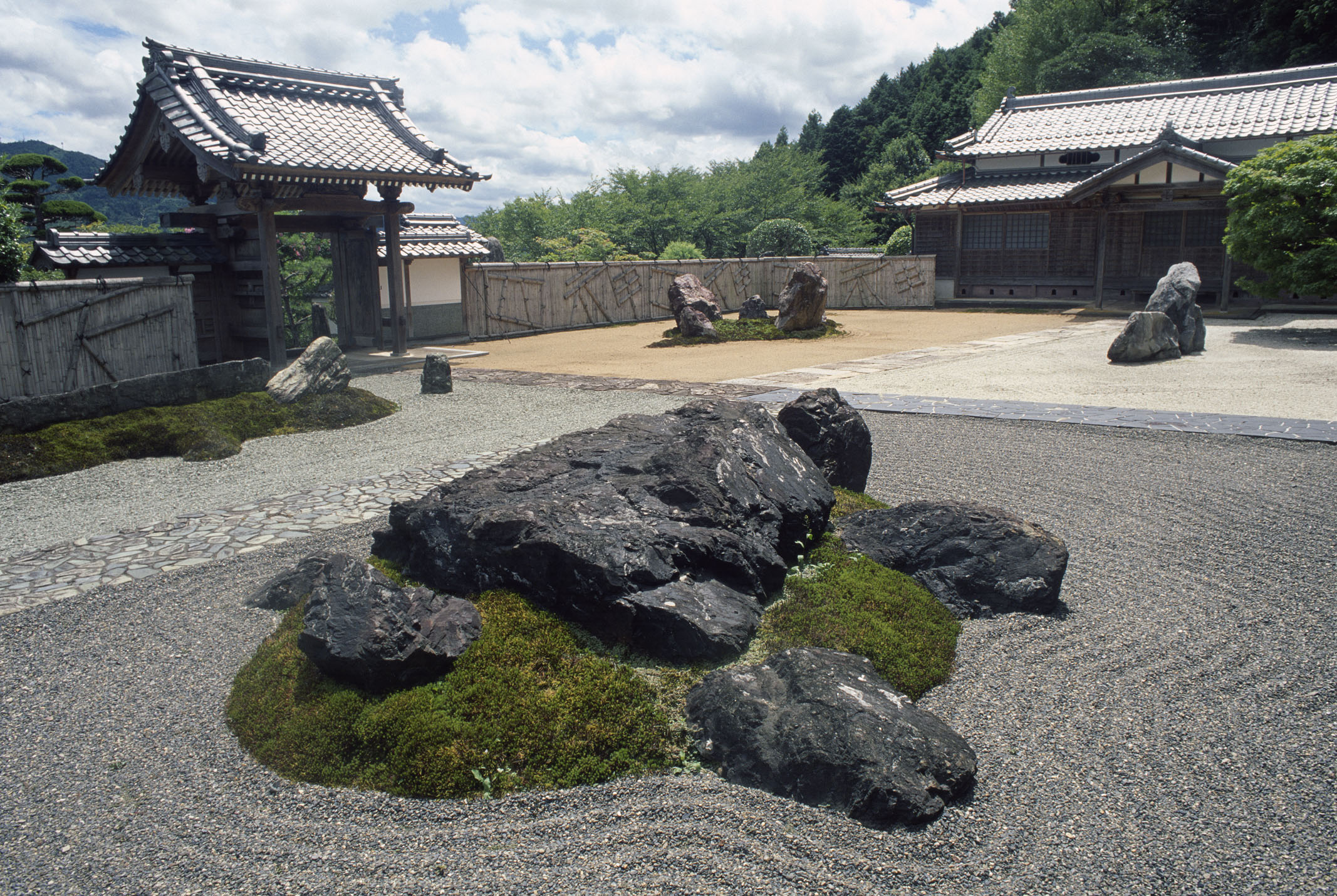 Garden of the gods sekizo ji 39 s stone solitude is worth for Japanese stone garden