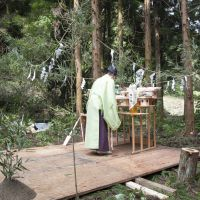 Blessed: The Shinto priest who conducted a Ji-chin-sai ceremony for the school, at the altar (above), and with the Afan team and locals. | CONAN MORIMOTO PHOTOS