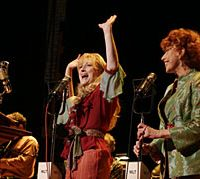Meryl Streep (left) and Lily Tomlin in 'A Prairie Home Companion' | (c)2005 NOIR PROD/MELINDA SUE GORDON