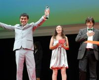 'Tulpan' stars Askhat Kuchencherekov and Samal Eslijamova join director Sergei Dvortsevoy on stage at Shibuya Bunkamura to collect the film's award. | YOSHIAKI MIURA PHOTO
