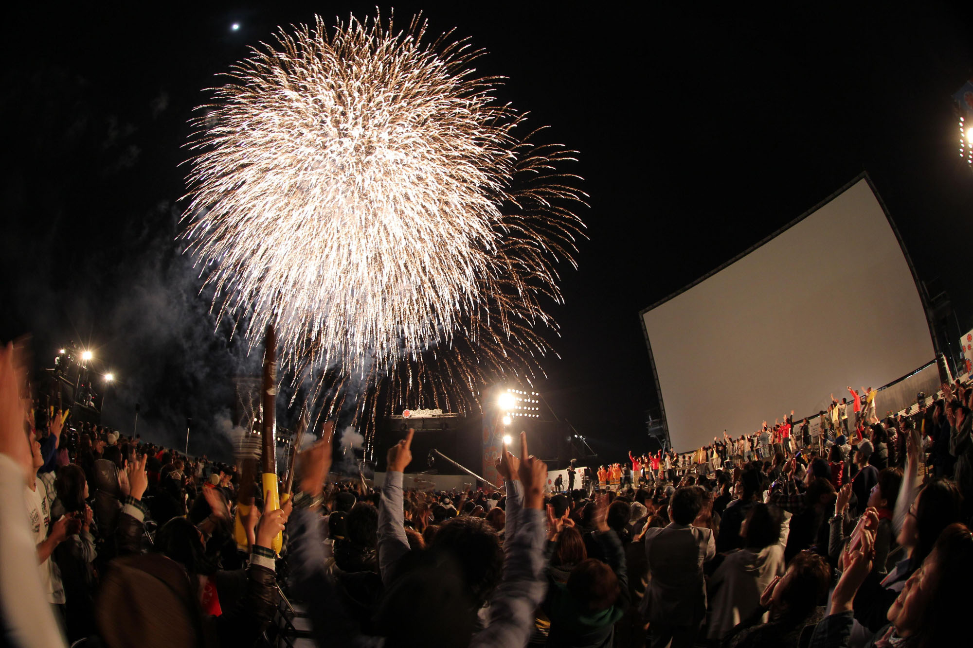 Something in the air: Okinawa International Movie Festival 2012 closes with a bang. | ©2012 OKINAWA INTERNATIONAL MOVIE FESTIVAL / YOSHIMOTO LAUGH & PEACE CO., LTD