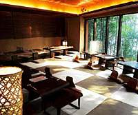 The interior of Kin-no-saru, whose picture windows look out onto Inokashira Park | YOSHIAKI MIURA PHOTOS