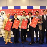 Dishy (L-R): The Michelin Man with owners and chefs of Hokkaido restaurants Sushi Tanabe, Nukumi, Michel Bras Toya Japon and Moliere, and Michelin Japan President Bernard | DELMAS. © MICHELIN
