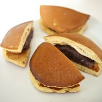 Bang your gong for <em>dorayaki</em>, Doraemon's favorite snack