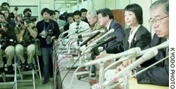 Chong Hyang Gyun addresses the media in Tokyo on Jan. 26 following the Supreme Court decision to support a bar on her promotion.