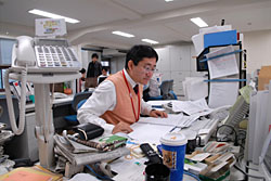OhmyNews Japan publishes 25 to 30 articles online every day from its office inTokyo. However, while the South Korean OhmyNews can boast tens of thousands of registered citizen journalists, similar sites in Japan have only a few thousand between them. | TONY McNICOL PHOTO