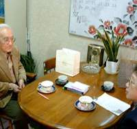 Yoshitane Tarui, 83, (left) on the trail of his first love with Kazuko Tatsuta, research manager of the firm formed by her daughter Atsuko Sato, with whom she is pictured below. | HATSUKOI NO HITO SAGASHIMASU SHA PHOTO (below); YUMI WIJERS-HASEGAWA PHOTO