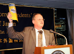 Party time: John Harris (above), a Japan-based freelance speechwriter, gives some opening remarks at the Foreign Correspondents' Club of Japan's 'Hacks & Flacks New Year Party' in Tokyo's Yurakucho area at the end of last month. The comedy team The Newspaper gave an imitation of former Japan Prime Minister Junichiro Koizumi (below) to the amusement of the crowd. | SATOKO KAWASAKI PHOTOS