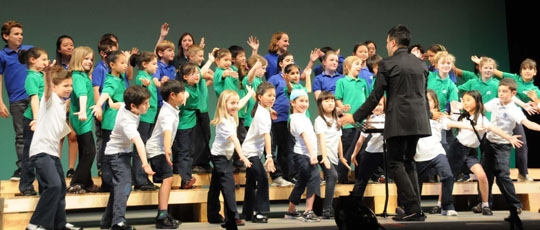 Glee club: The Tokyo International School choir sings at the beginning of a charity concert April 24. | SATOKO KAWASAKI SATOKO KAWASAKI PHOTO