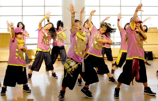 For a good cause: Kid members of Avex Dance Master Human Academy show a professional dance performance. | YOSHIAKI MIURA PHOTO
