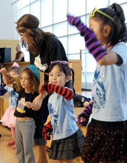 Feed a fever: Children from Baby Loves Disco dance to the tune of 'Night Fever' during a Dancing 4 Kids event in July at Tokyo Church of Christ in Shibuya Ward. | YOSHIAKI MIURA PHOTO