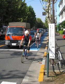 Rush hour: Commuters make use of the dedicated bike lane near Hatagaya, Tokyo, at 8:45 a.m. on a recent weekday. | EDAN CORKILL PHOTO