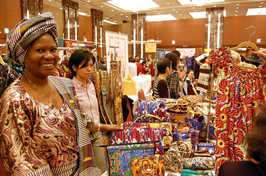 Something for everybody: Visitors to the 15th charity bazaar organized by Nihon Chukinto Africa Fujinkai on Oct. 27 check out the fare for sale. | KAZUAKI NAGATA PHOTOS