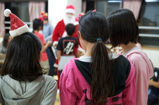 Christmas presence: The kids of St. Francis Children's Home in Tokyo's Ota Ward and Living Dreams volunteers enjoy this year's Christmas Wish party on Dec. 5. Many children at the home receive only one other present a year, on their birthday. | NOOSHIN NAVIDI PHOTO