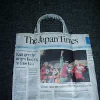 Topical tote: A sturdy shopper made in minutes from 'waste' paper.   ERIKO ARITA PHOTO