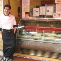 Gelato master in Kamakura serves it the old-fashioned way