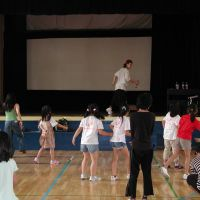 Right moves: Dancer Hayato Yamaguchi teaches moves to kids from children's homes on Aug. 2 during a two-week-long arts camp held at Tokyo International School in Minato Ward. | MAMI MARUKO