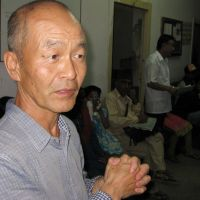 Senior JICA volunteer Tsuyoshi Shoji talks about the working conditions at Bir Hospital in Katmandu.