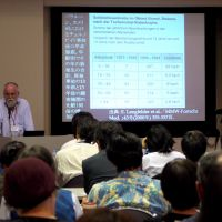 Dissenting voice: Sebastian Pflugbeil, president of the German Society for Radiation Protection, talks about radiation and health at the Oct. 12 forum in Tokyo.   TOMOKO OTAKE PHOTO