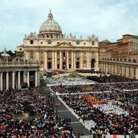 Believers all: Christians at the Installment Mass of Pope Benedict XVI in St. Peter's Square in the Vatican, Rome, on April 24, 2005. | KYODO PHOTO