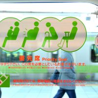 A 'regular' priority seat sticker on the window of a JR train in Tokyo. | YOSHIAKI MIURA