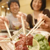 Raw liver was a popular item at yakiniku restaurants until it was taken off the menu recently. | KYODO