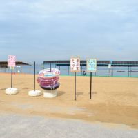 The beach on Shiraishi Island is deserted after O-bon. | AMY CHAVEZ