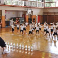 Raise your hands: Nobuko Kikunami, a professional hip-hop dance teacher sent by the Nippon Street Dance Studio Association, gives a workshop to students at Tachikawa Daihachi Elementary School in western Tokyo on Sept. 6. | YOSHIAKI MIURA