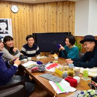 Closely knit: Shigesato Itoi (right) takes part in a meeting about a hand-knitting project in Kesennuma, Miyagi Prefecture, at his office in Tokyo's Minato Ward. | HOBO NIKKAN ITOI SHINBUN