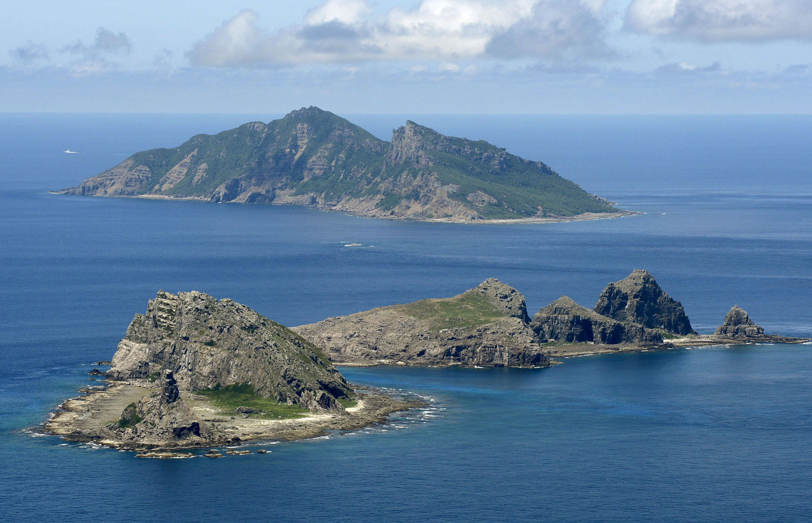 senkaku islands Japanese prime minister shinzo abe on wednesday said tokyo would boost its coast guard budget and add more patrol craft, as a long-simmering dispute with china over islands in the east china sea heats up since the fall of 2012, chinese government vessels have sailed near the senkakus almost.