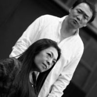 Soprano Rano Kurano as Emilia Marty and tenor Satoru Omachi as Albert Gregor at a rehearsal on Oct. 21 for  'The Makropulos Case.' | SETSUKO MURANO PHOTO