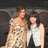 Call me OK?: Showbiz talent Rola meets Canadian pop star Carly Rae Jepsen in Tokyo on Saturday. Rola has lip-dubbed Jepsen's song 'Call Me Maybe.' | EMI MACHIYAMA