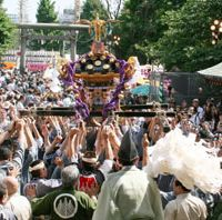 Hands on gods: Scenes from last year's mikoshi (portable shrine) parade | ASAKUSA SHRINE PHOTO