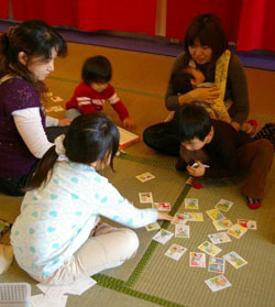Karuta shock: Children learn seasonal card games at Kids Plaza Osaka.