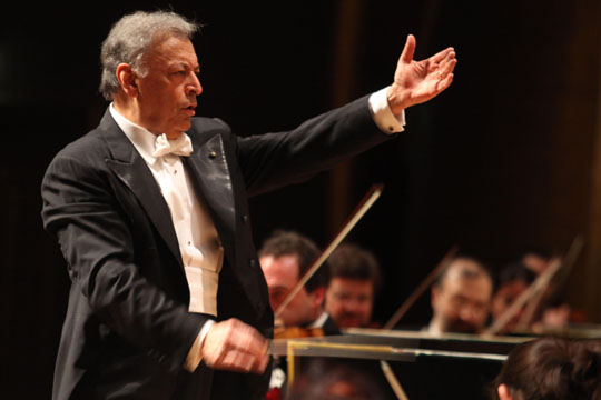 The power of music: Zubin Mehta returns to Japan to conduct the NHK Symphony Orchestra in a special Tohoku-Kanto disaster relief concert. | G. LUCA MOGGI / NEWS PRESS PHOTO / TEATRO DEL MAGGIO MUSICALE FLORENTINO