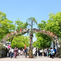 Nature walk: People visit Earth Day Tokyo last year. | © EARTH DAY TOKYO 2012, ALL RIGHTS RESERVED