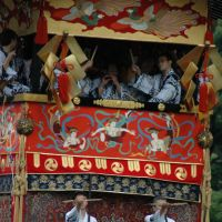 Life's tapestry: The Minami Kannon Yama float is adorned with a tapestry that has an interesting story. | KYOTO-DESIGN.JP